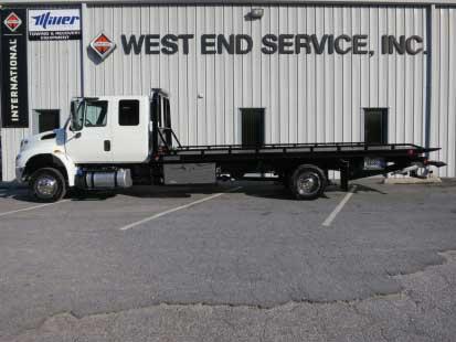 2018 White International 4300EC Truck